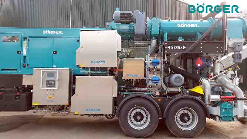 A side view of a Borger Digestate Separator Trailer.